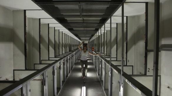 Vojtěch Frohlich (ve spolupráci s Annou Kuchařovou) : Akce a z ní vzniklé video v prostorách výstavy, 2012