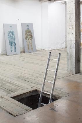37: Dominik Lang, instalace, z výstavy Úložný prostor, 2009
